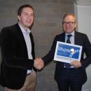 David Ondráčka, ředitel TI, předává děkovný certifikát firemního člena Patron Klubu TI panu Rudolfu Kullovi, Chief Compliance Officerovi Allianz pojišťovny | zdroj: TI
